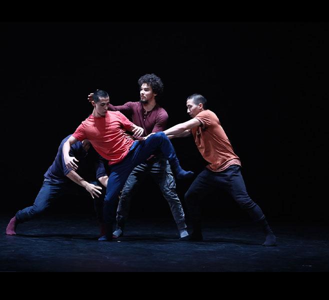Vic's Mix / Victor Quijada / Photo : Bill Hébert / Interprètes : Zachary Tang, Paco Ziel, Sovann Prom Tep, Jean Bui